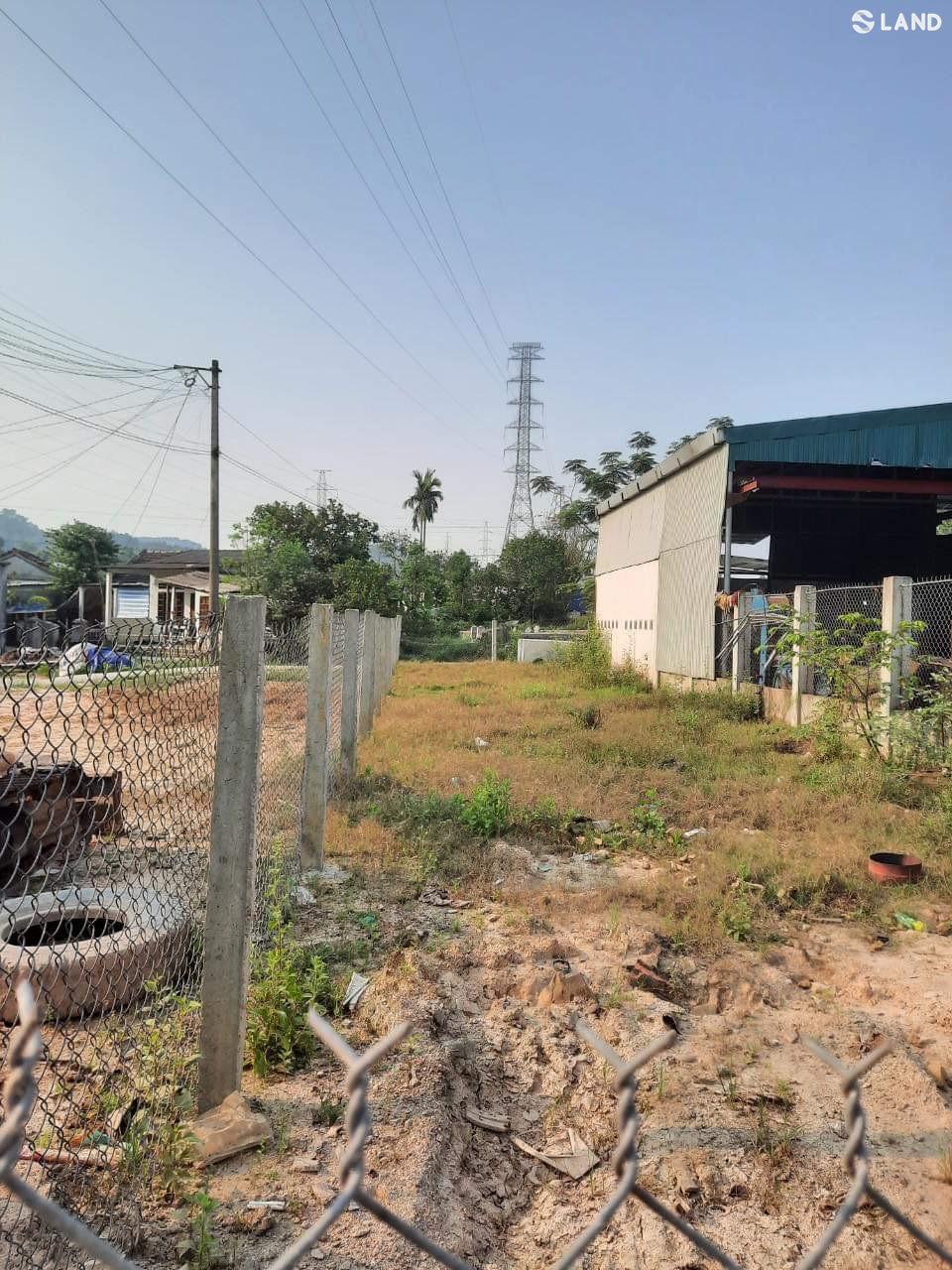 Cần tiền bán cực rẻ lô đất tuyệt đẹp mặt tiền Võ Văn Kiệt