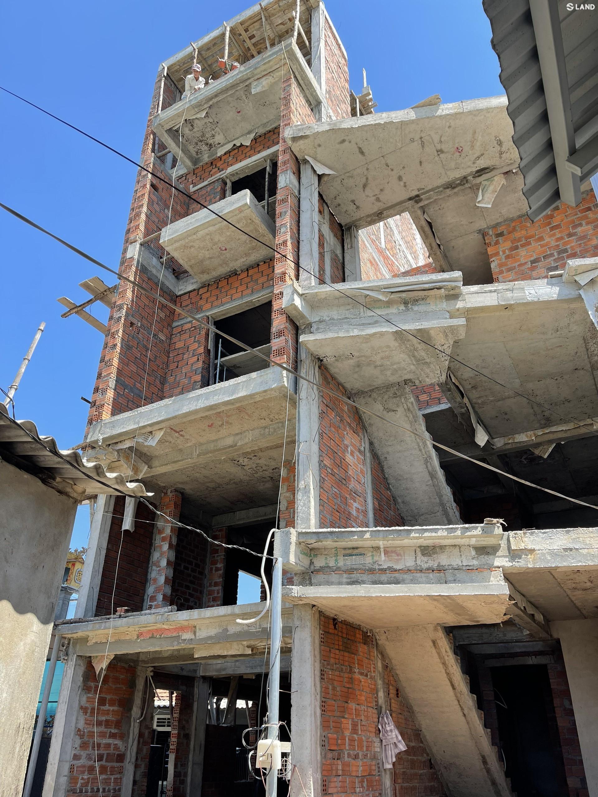 Căn nhà 4,5 tầng tại kiệt 147 Tôn Quang Phiệt - P. An Đông - Tp. Huế.